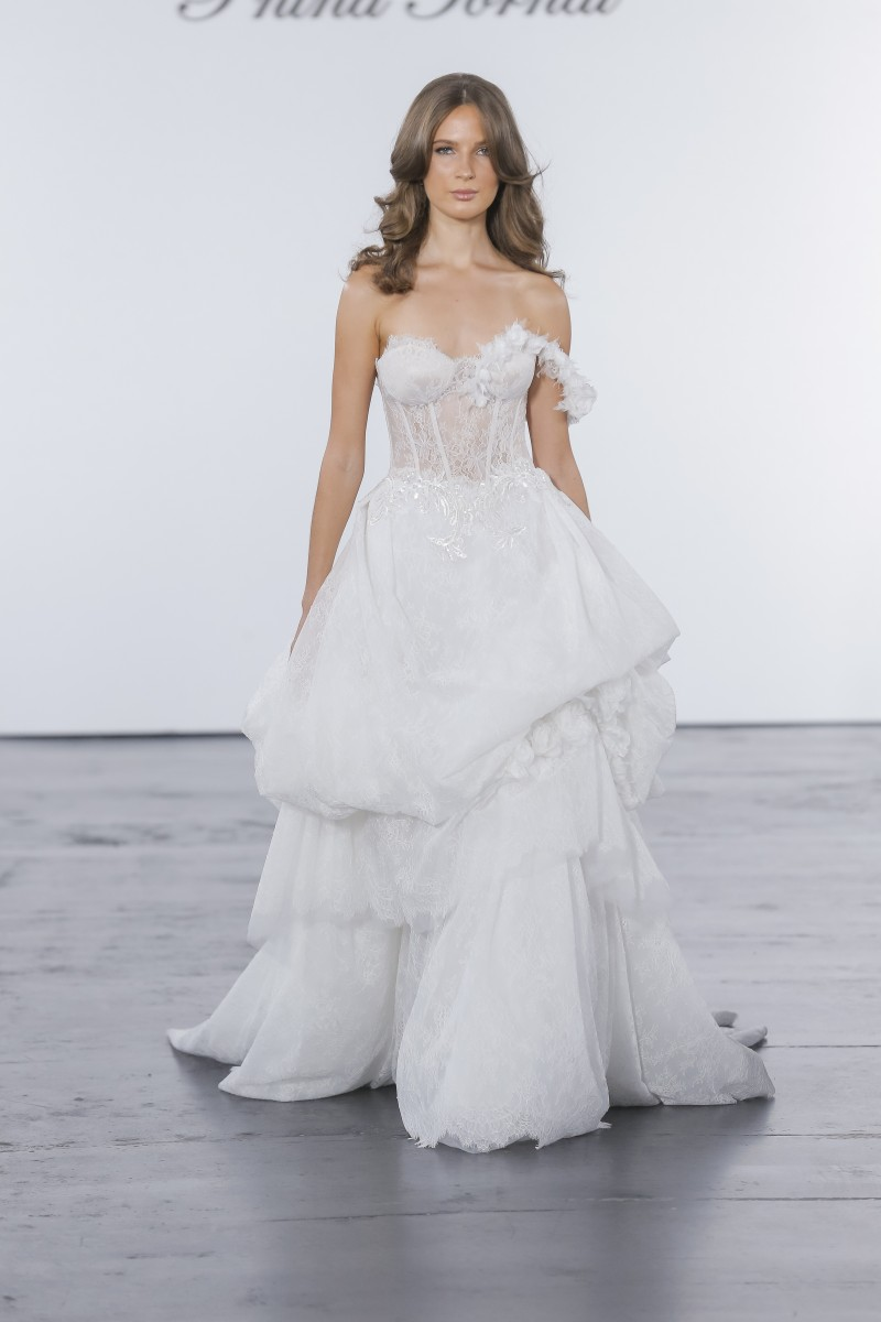 To acquire Lakum: NYFW Bridal picture trends