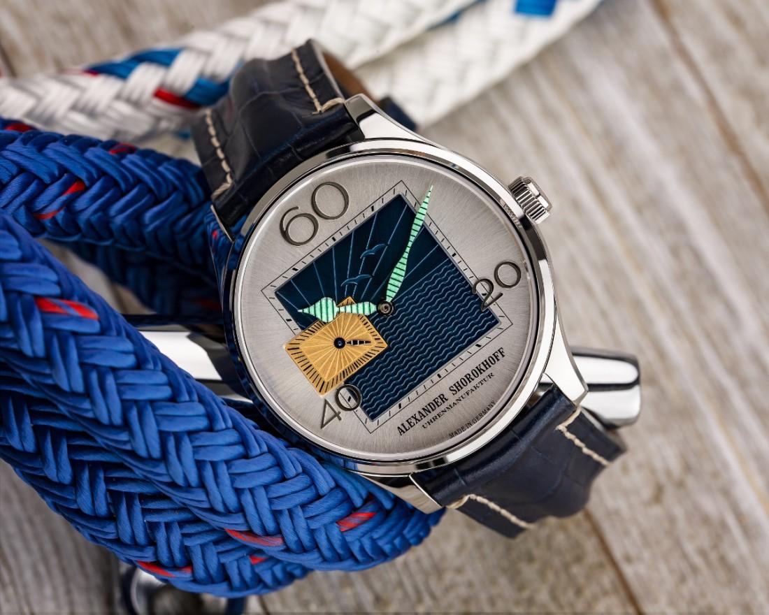 Alexander Shorokhoff Newport Watch 7 4AS Lume Image copyright Ty Maciejewski