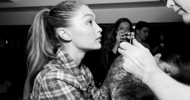 Gigi Hadid Backstage @Jeremy Scott NYFW SS2018 photo by Cheryl Gorski 34