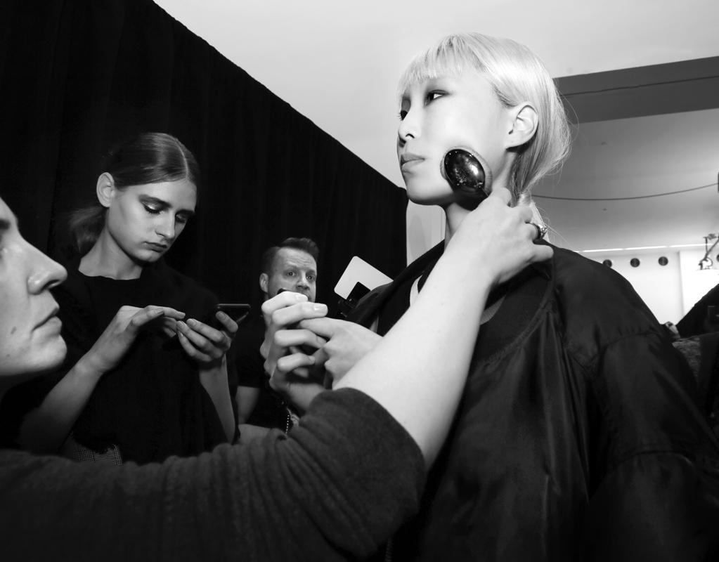 Backstage@Vivienne Tam NYFW FW2018 photo by Cheryl Gorski 20