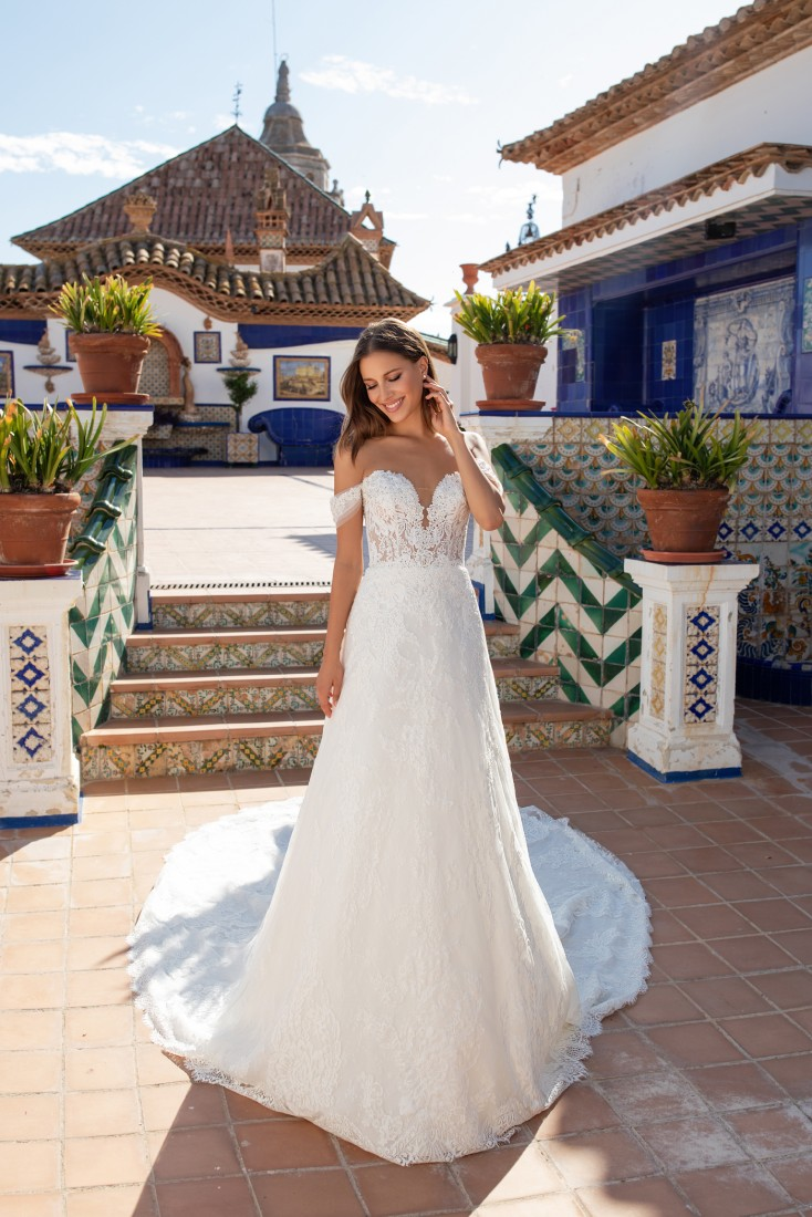 Pronovias and Kleinfeld Reveal 2020 Capsule Collection 15
