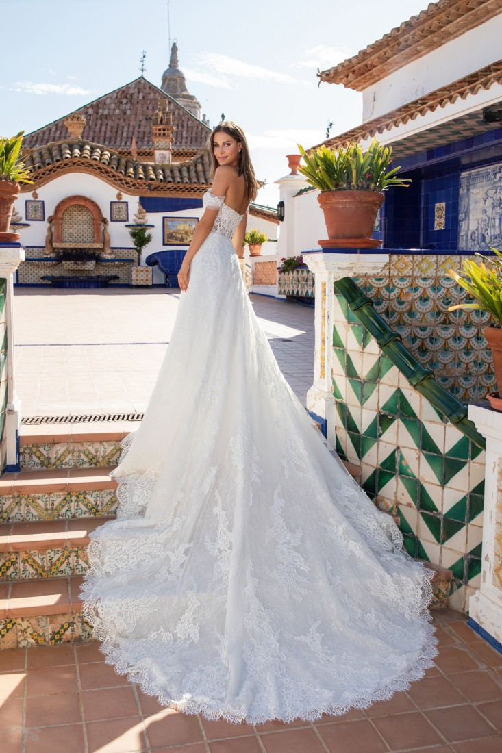 Pronovias and Kleinfeld Reveal 2020 Capsule Collection 16