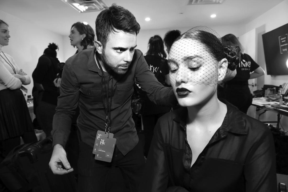 Celebrity Hair Stylist Matthew Curtis Backstage at Chocheng photo by Cheryl Gorski 11