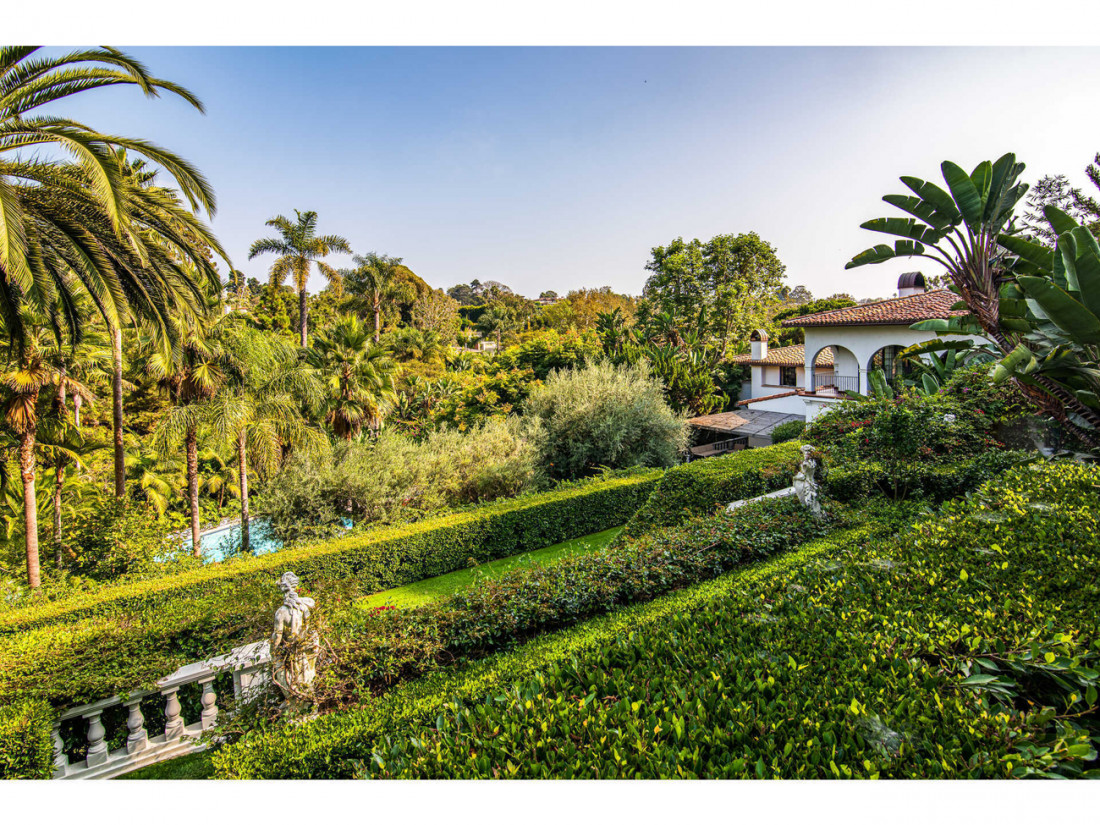 50 Million Mansion Once Home To Fleetwood Mac Built In 1932 Includes Secret Speakeasy 14